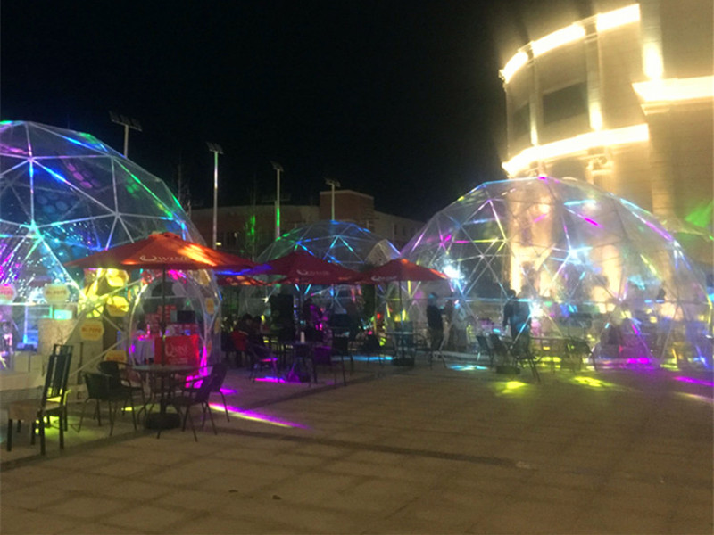 Transparent Dome Restaurant is not Afraid of Wind and Rain - It is Fashionable in Itself
